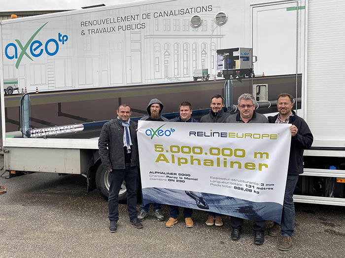 RELINEEUROPE's David Veltz (left) congratulates Daniel Walther (2nd from the right), managing director of AXEO TP Hoerdt, and his crew on the installation of the five-millionth meter of Alphaliner